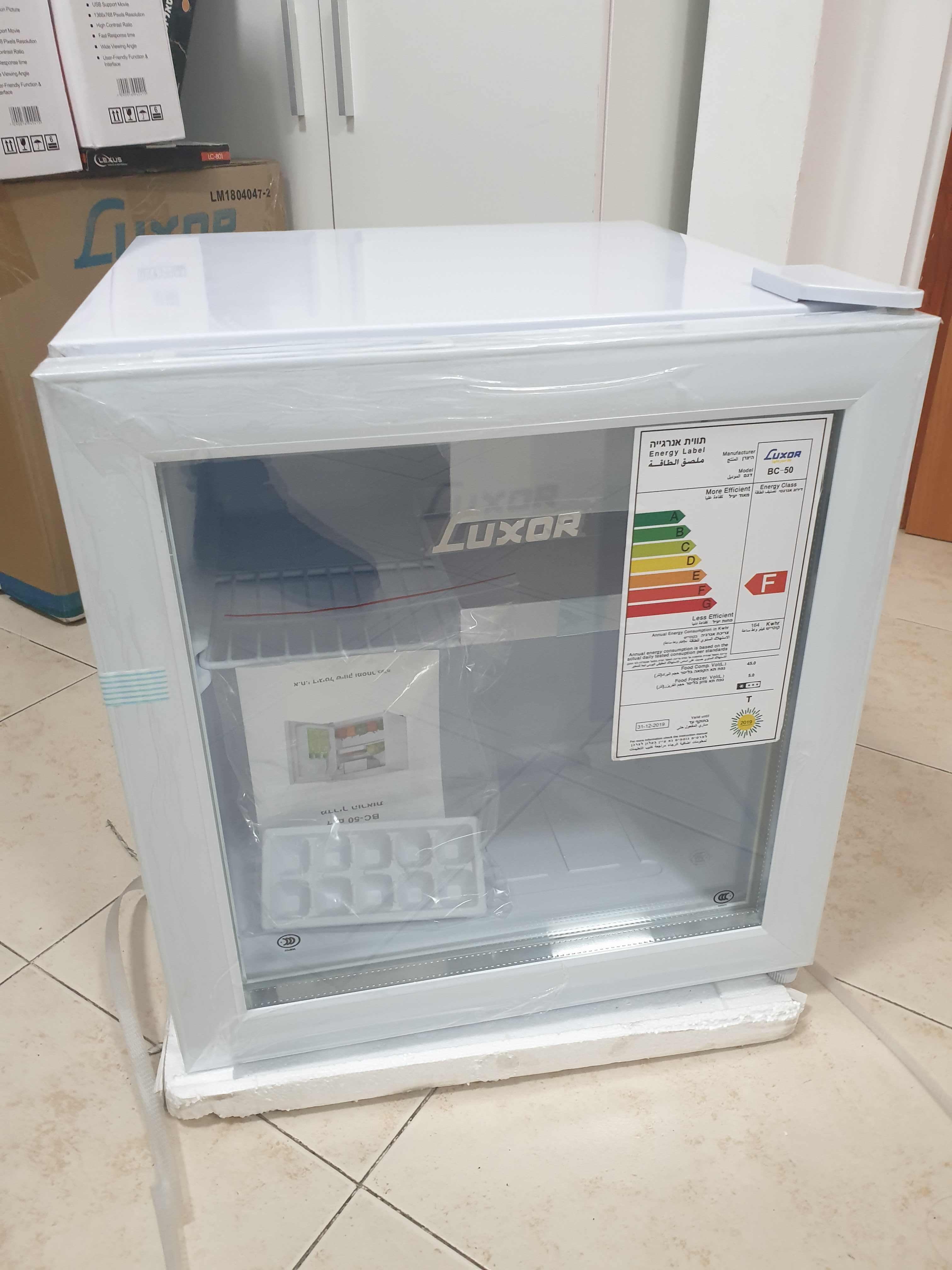 מקרר משרדי 50 ליטר יוקרתי עם חזית שקופה מבית LUXOR בגימור לבן